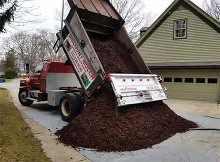 Kolenz Transport, Inc. - Peninsula, Ohio - Pick Up or Deliver - Mulch, Top Soil, Gravel - Residential & Commercial - Hauling Out Dirt, Debris or Wood Chips