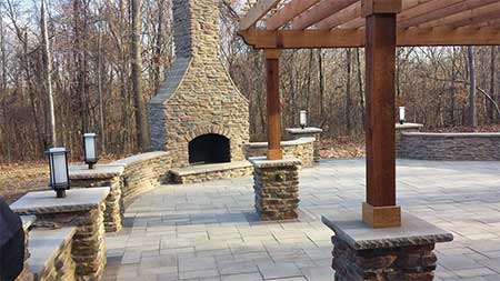 Top Notch Landscaping - Columbia Station, Ohio - Lawn Care, Clean Up, Trimming, Mulching, Outdoor Lighting, Paver Patios, Snow Management